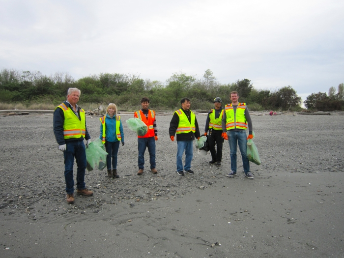 Earth Day beach cleanup1