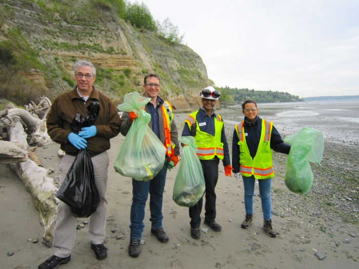 Earth Day beach cleanup2